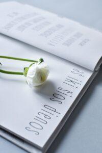 baltai balta kriksto knyga