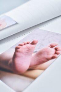 kūdikio albumas baltai balta