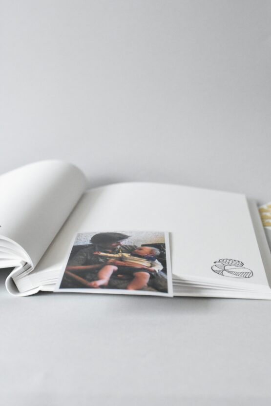 Pirmuju metų albumas_hug a book