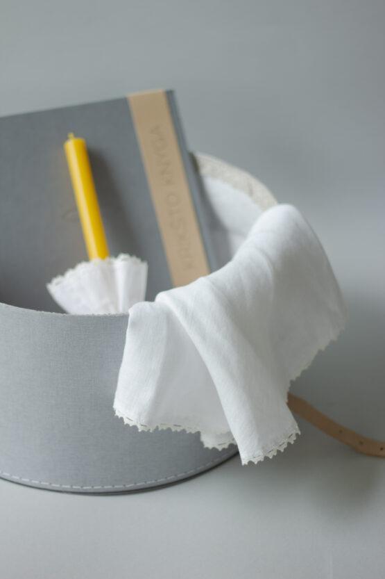 krikšto skraistė ir žvakė hugabook