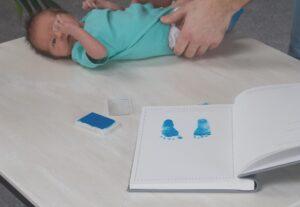 Hug a book dažai kūdikio antspaudams